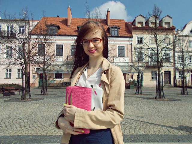 Koszula w różowe szminki