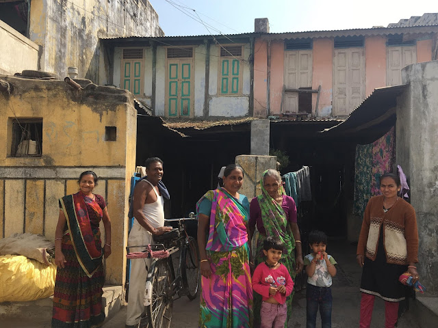 welcoming faces, smiling faces, photography, indian village, cycle photography, saree draping, gujarat, indian family