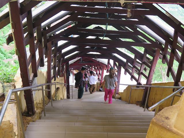 Escaleras del Monte Popa
