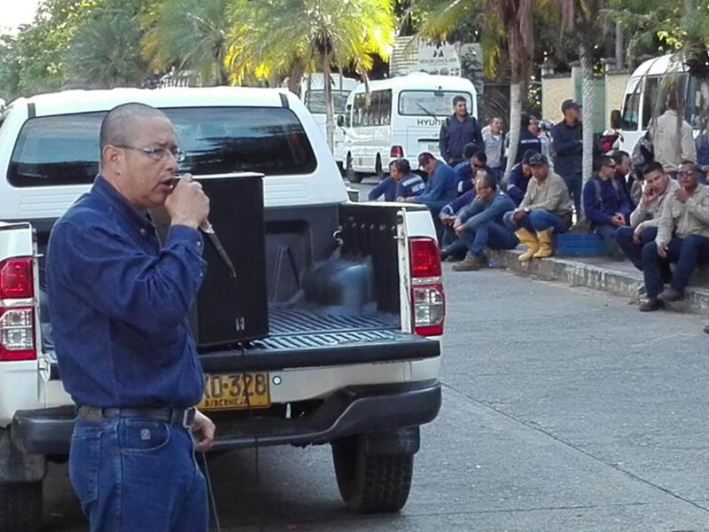 Mitin de trabajadores en gerencia de Castilla La Nueva para oponerse a precariedad laboral