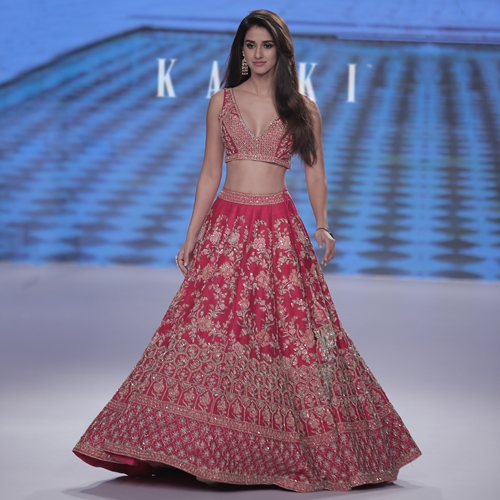 DISHA PATANI MADE HEADS TURN AS THE SHOWSTOPPER FOR KALKI'S NEW WEDDING COLLECTION 'ATHENA' AT BTFW 2018