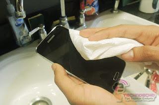 cara memperbaiki layar sentuh yang terkena air