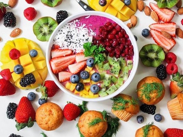 هل تناول الفاكهة في العشاء أمر صحي؟