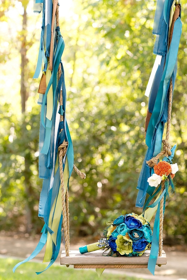 feather+wedding+theme+inspiration+blue+teal+turquoise+beige+champagne+green+reception+table+centerpiece+table+place+setting+escort+card+cards+bouquet+bridesmaids+dresses+bridal+dress+gown+meghan+wiesman+photography+4 - Show your feathers!