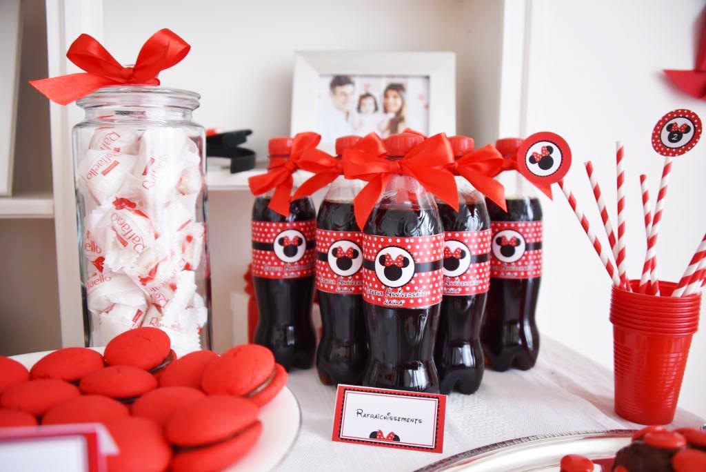 boissons en bouteille décoration rouge et noir