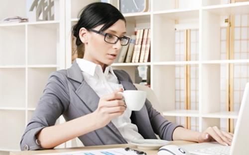 Cách phòng tránh bệnh đau dạ dày cho nhân viên văn phòng