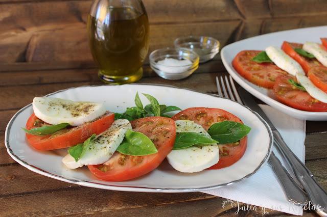 Ensalada caprese de tomate rosa. Julia y sus recetas