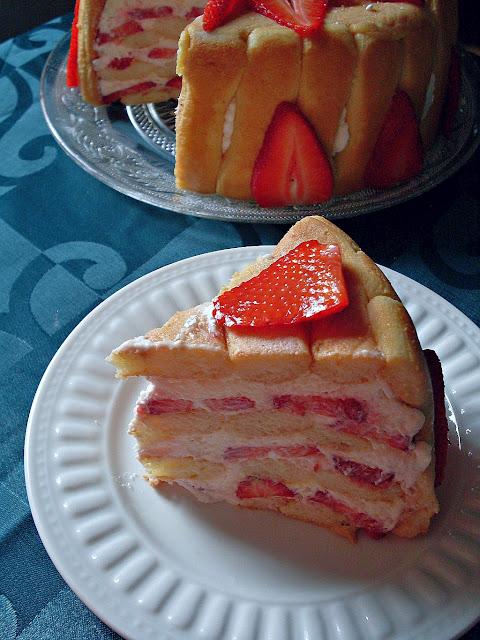 Torta sa piškotama i jagodama
