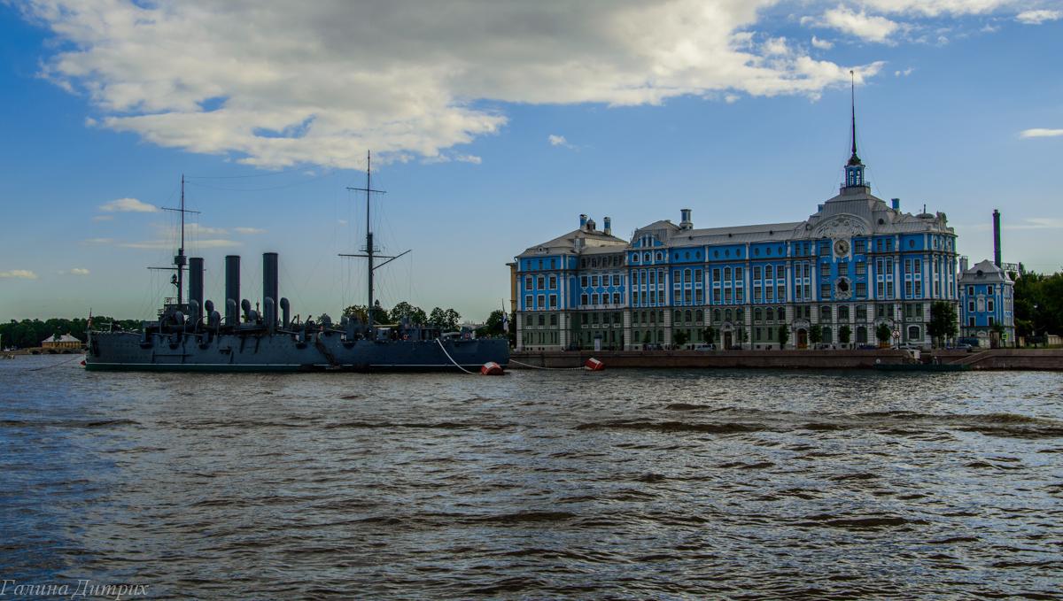 Крейсер Аврора на Петроградской набережной фото