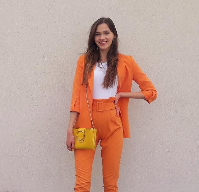 garnitur damski- pomarańczowy garnitur- stylizacja z garniturem- wiosenna stylizacja