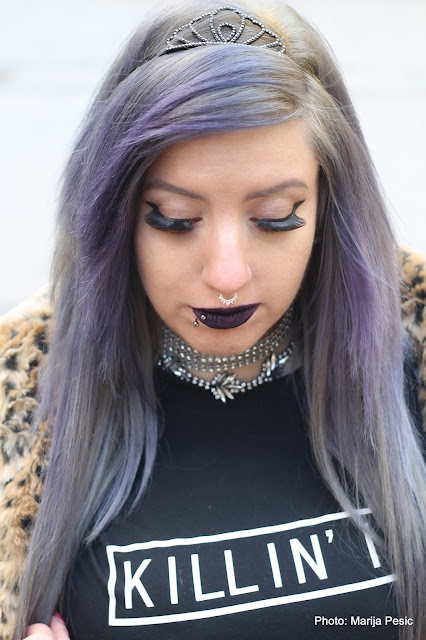 how to wear a graphic tee goth girl scene grunge glam animal print gray lilac hair choker septum ring black lipstick