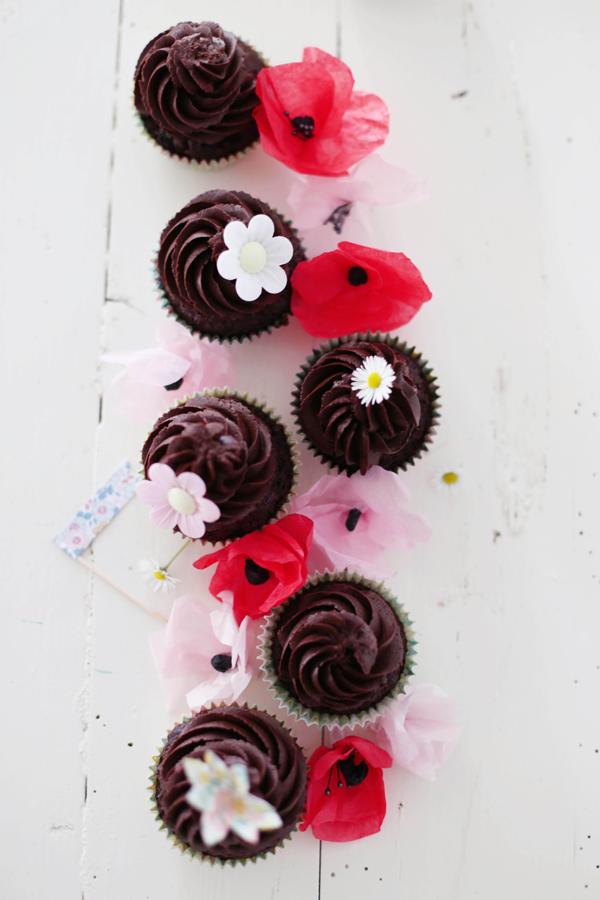 buchverlosung fr ulein klein feiert mit kindern und schokoladen cupcakes fr ulein klein. Black Bedroom Furniture Sets. Home Design Ideas