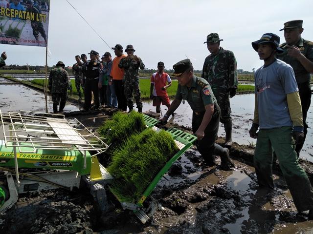 Kodim Batang Gelar Operasi Brigade Alsintan