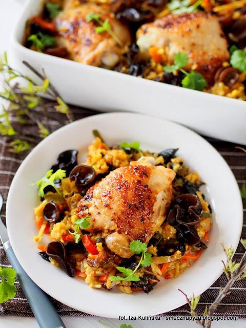 zapiekanka ryzowa z warzywami i kurczakiem, kurczak zapiekany na ryzu, kurczak, mieszanka chinska, bukiet chinski poltino, obiad z poltino, mrozonki, danie jednogarnkowe, obiad z piekarnika, co na obiad, udka kurczaka, ucho bzowe, uszaki bzowe