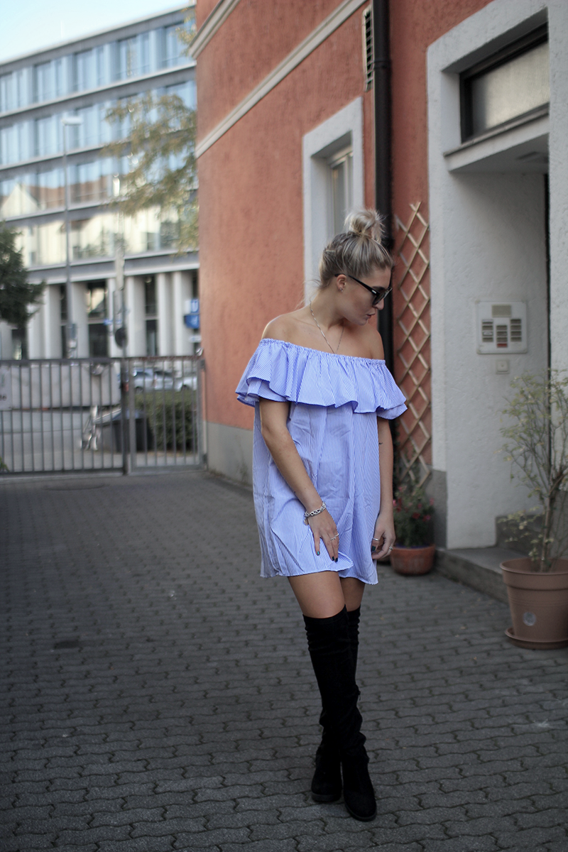 Off Shoulder-ootd-Overknees-Dress-Romwe-Lederweste-Le Specs-Sonnenbrille-Summer-Autumn-Look-Outfit-Style-Streetstyle-Photography-Inspiration-Style-Lauralamode-Munich-Muenchen-Deutschland