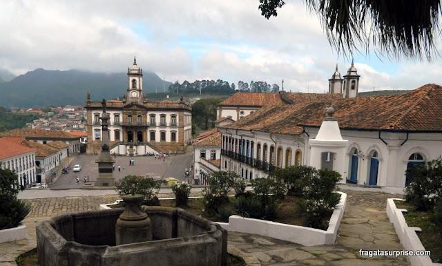 A Praça Tiradentes de Ouro Preto vista da Escola de Minas