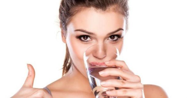 Manfaat Rajin Minum Air Putih Bagi Kecantikan