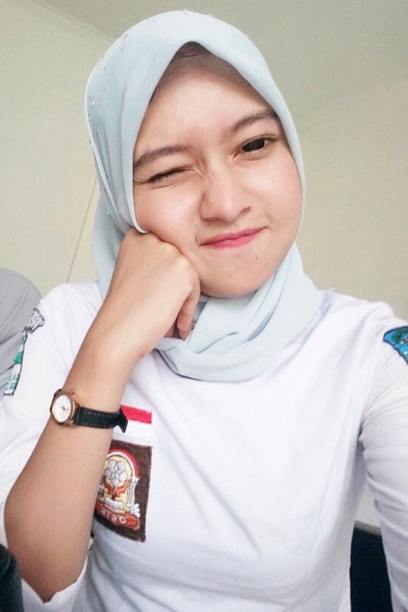 Siswi Jilbab SMA Cantik smkn 5 jember