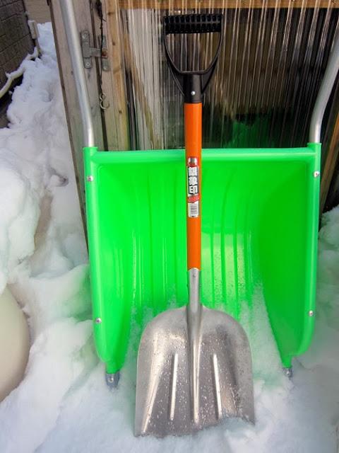 雪かき用スコップ