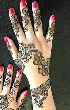 Design of Mehndi in fingers