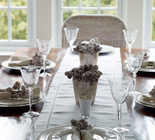 centro de mesa natal com pinhas