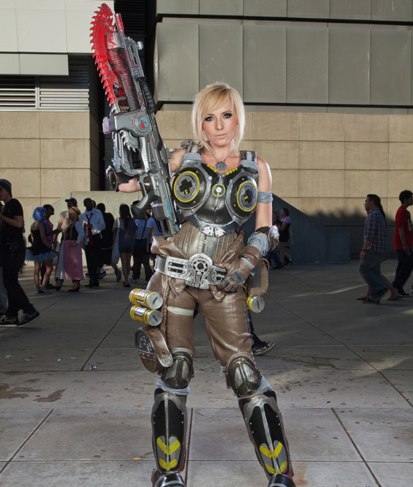 Jessica Nigri cosplays de Gear of War