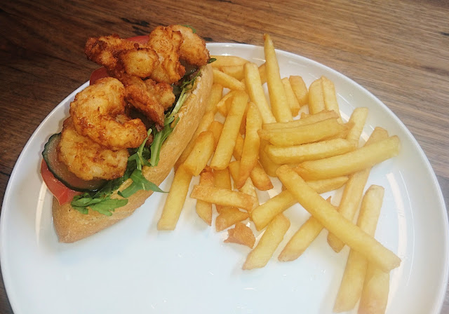 Piggery Cafe, Sherbrooke, prawn po boy