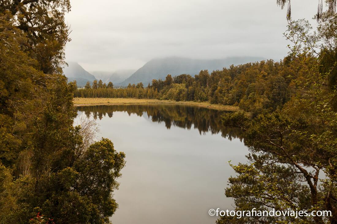 reflejo en el lago Matheson