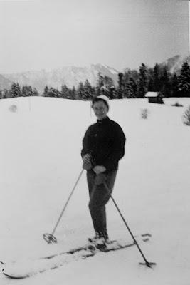 Personen beim Skifahren - Ort und Zeit unklar
