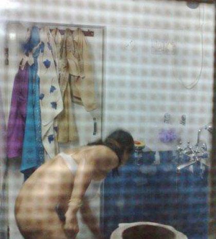 Desi House Wife Naked Bath Photo