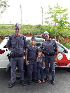 FÃ DA POLICIA MILITAR, GAROTO GANHA FARDA EM JACUPIRANGA