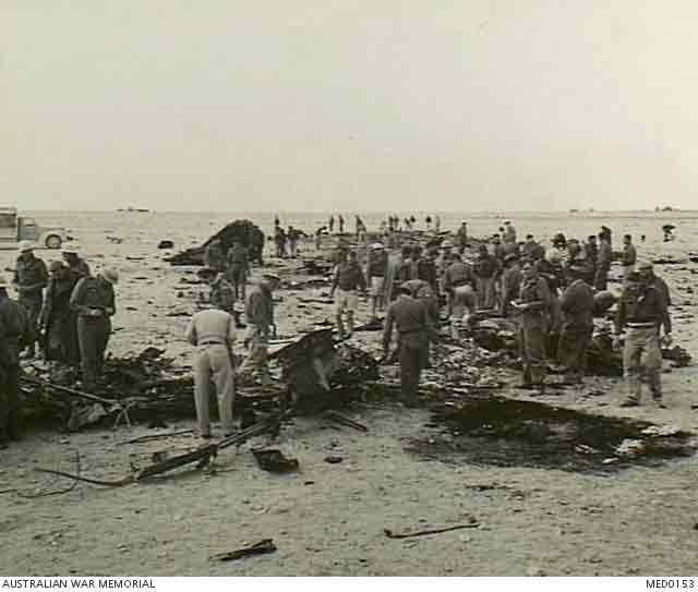 Italian aircraft crash in North Africa, 4 December 1941 worldwartwo.filminspector.com