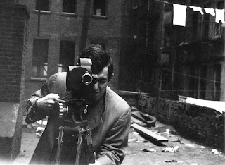 Stanley Kubrick with his 35mm Eyemo camera on the set of Killer's Kiss (United States; 1955). © Metro-Goldwyn-Mayer. Photo: Alexander Singer.