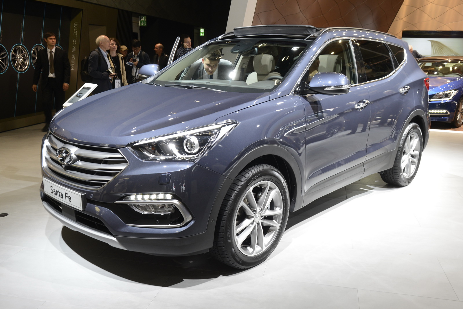 2016 hyundai santa fe shows its new face in frankfurt. Black Bedroom Furniture Sets. Home Design Ideas