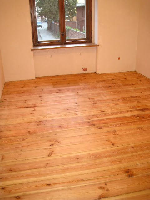 wycyklinowana stuletnia świerkowa podłoga