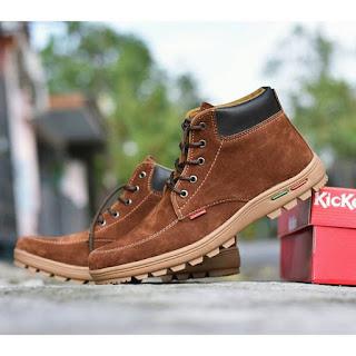 sepatu kickers suede
