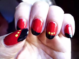 manicura roja y amarilla