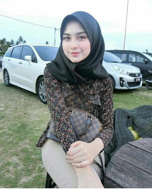 Beautiful And Graceful Hijab Girl