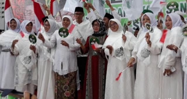 Khofifah Ajak Kiai-Santri Solo Bersyukur Dukung Jokowi