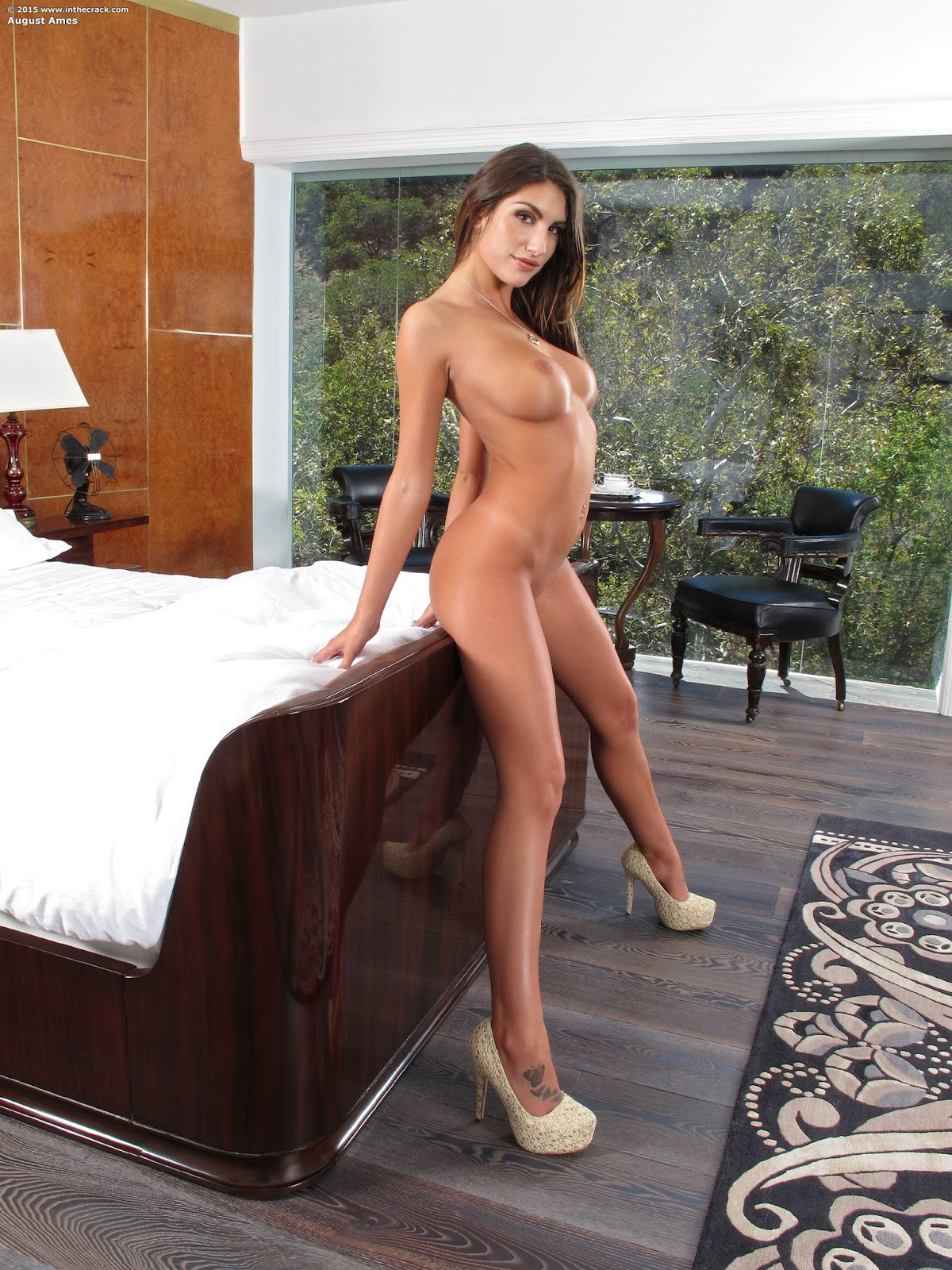 Inthecrack august ames