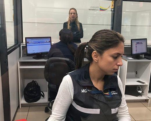 ¿A QUÉ LE TEMEN? Así le impidieron la entrada a Lilian Tintori a Ecuador (+Video)