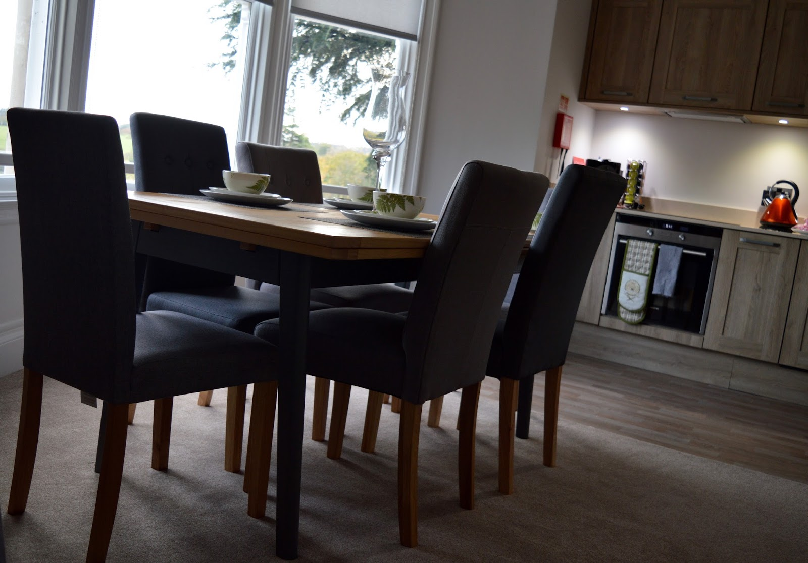 We review One Frenchgate House - A Luxury Serviced 4 Bedroom Apartment in Richmond, North Yorkshire. Available to rent for holidays and short breaks - dining and kitchen area