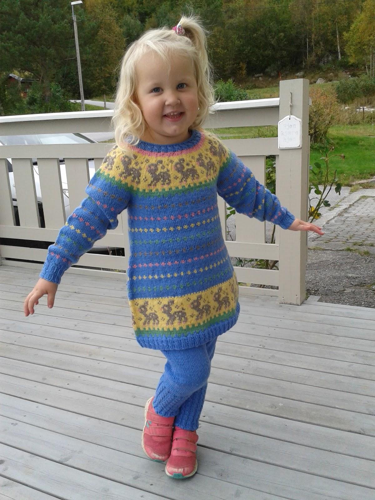 e1e69c74f Bentemor sin hobby-blogg!  Tunika og bukse strikket i baby-ull!