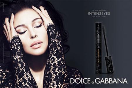 f15683d4c5 Mivel minden egyes darab egy kisebb vagyonba kerül, így számomra csupán  álom marad a Dolce & Gabbana új Lace, azaz Csipke kollekciója.