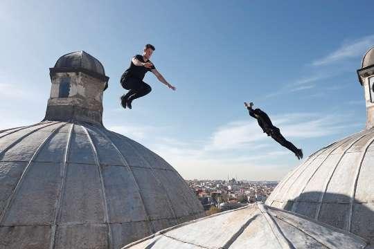 Storror jumping from cupola rooftops near Süleymaniye, Istanbul
