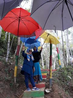 Payung warna warni di Kampung Topeng, Malang