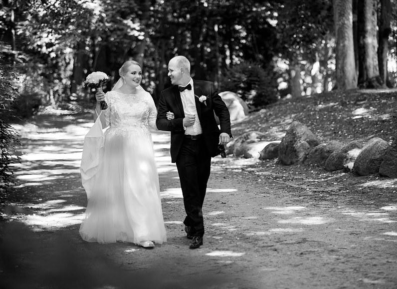 vestuvių fotosesija Palangos botanikos sode