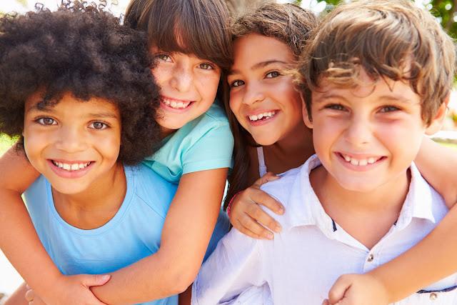 Influência positiva do grupo de pares: amigos. jovens e identidade nos grupos sociais, influencia dos amigos na adolescência, a importancia do grupo para os jovens, grupo amigos whatsapp, a lei da amizade, más influências na adolescência, mensagem para amiga de adolescência, influencia dos amigos nas escolhas pessoais, amizades influenciam nossas atitudes, alem da amizade, pressão dos pares