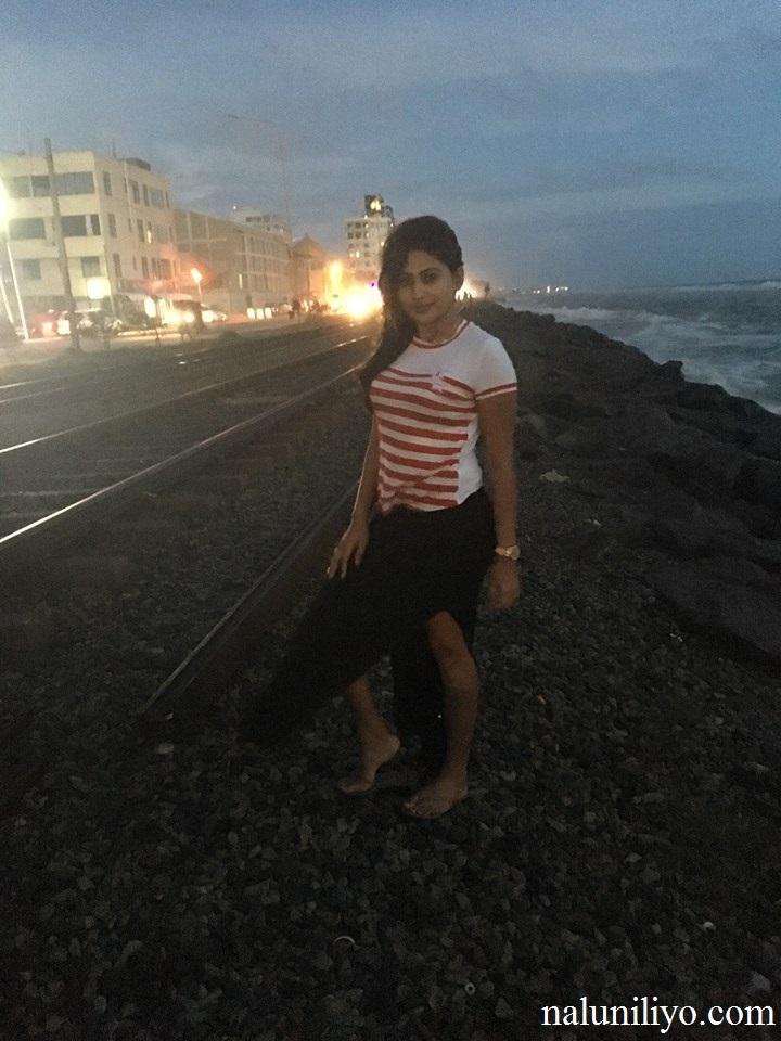 Piumi Hansamali beach photos