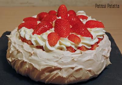 gâteau fête des mères, pavlova, meringue, fraises, chantilly, dessert de fête, patissi-patatta